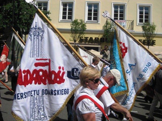 procession3.jpg