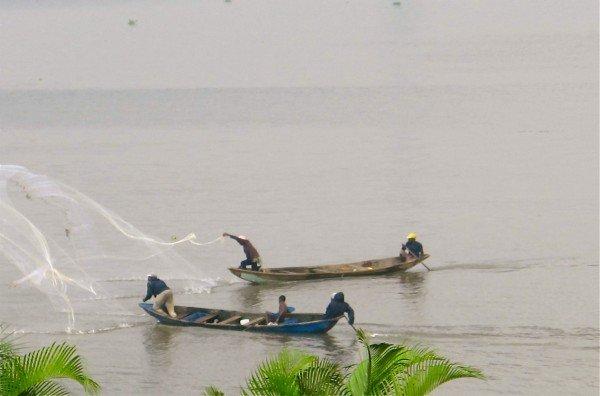 Pêcheurs au petit matin dans Lagos pcheurssurlalagune-e1322907325457