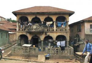 Ibadan (suite) : des vieilles maisons. dans Le genre de mes Photos ibadan-façade-300x206