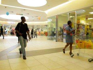 Les rues de Lagos - modernité - suite dans Intérieur Ikeja-city-Mall-1-300x225