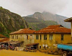 Idanre, Nigéria ; vieilles maisons et collines. dans Le genre de mes Photos Idanre1-300x235
