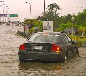 Saison des pluies qui ne finit pas ... dans Lagos akin-adesola-oct-2012-300x265