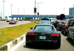 Audi R8 dans les rues de Lagos. dans Lagos audi-r8-300x208