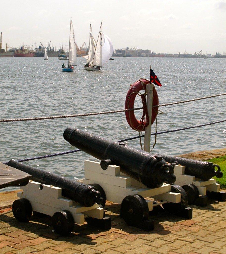 Bateaux en contre jour dans Lagos yacht-club-a