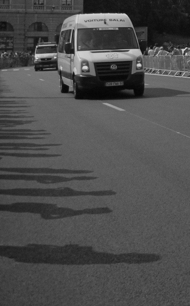 Tour de France 2013 : la voiture balai en Noir et Blanc dans Le genre de mes Photos tour-de-france-9-n-et-b-voiture-balai