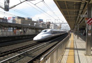 Japon train G Shinkansen passage milieu