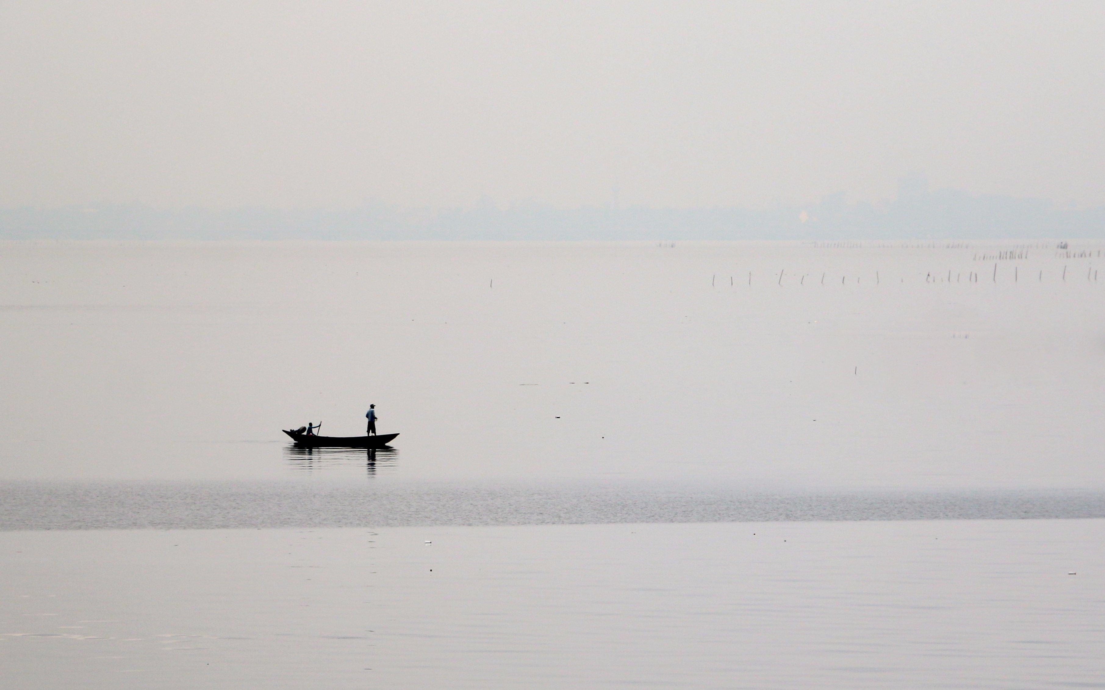 Lagune et barque BIS